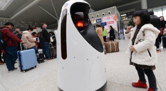 В КНР 1-ый робот-патрульный начал работать навокзале