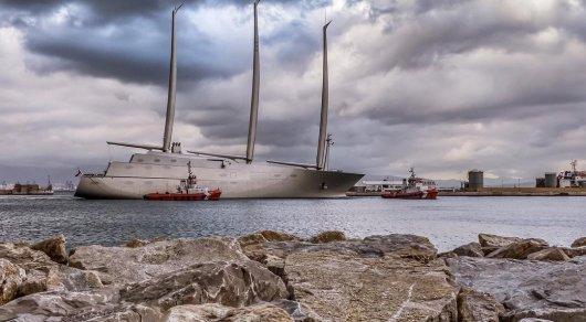 Яхта рекордных размеров арестована на пути к российскому миллиардеру - СМИ
