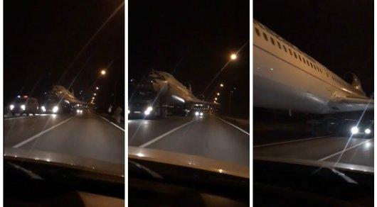 Водители Караганды сняли навидео ехавший подороге пассажирский самолет