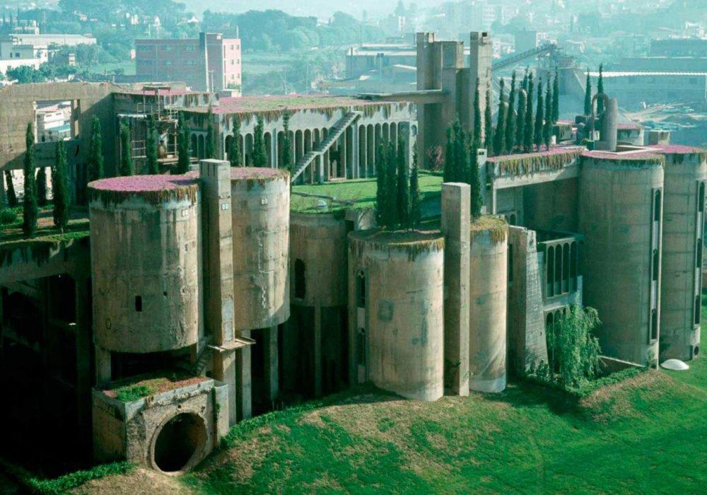 Архитектор превратил цементный завод XIX века вжилой замок