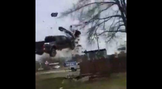 Американец на глазах полиции исполнил красочный трюк на угнанном авто