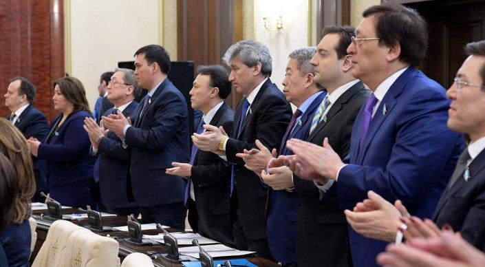 Парламент принял поправки в Конституцию Казахстана