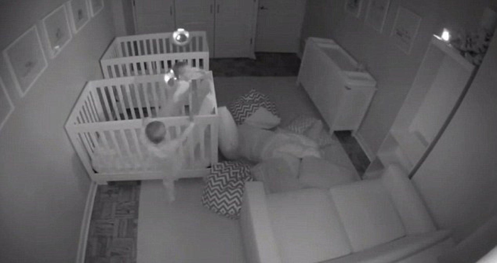 Скрытая камера мамином комнате, парень ебет девушку дома на кухне секс