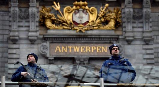 Вбельгийском Антверпене шофёр попытался въехать втолпу