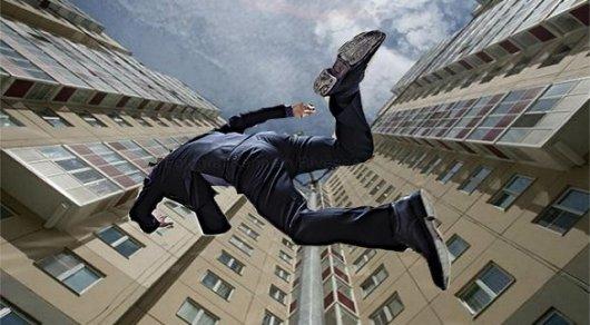 Переселенец изКазахстана упал с13-го этажа насевере Петербурга