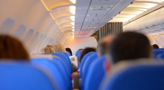Пилота немецкой авиакомпании, которому стало плохо, заменила стюардесса