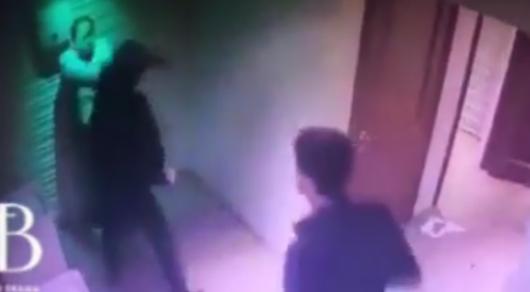 ВАтырау безжалостно избили гостя ночного клуба