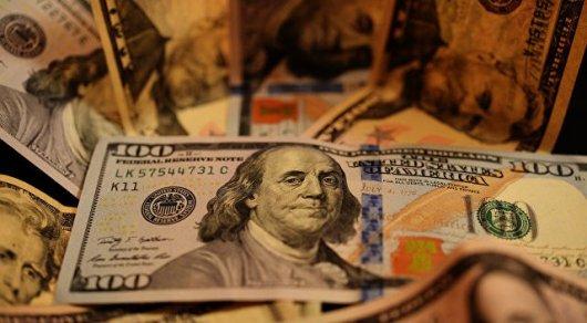 Рубль рекордно укрепился к доллару