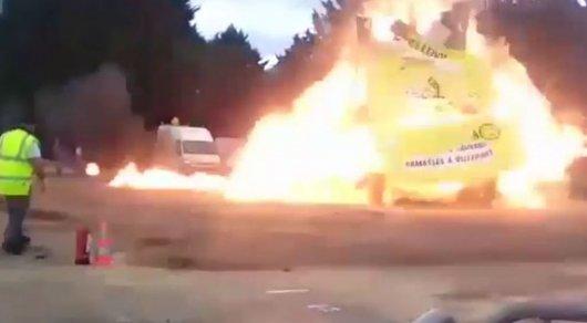 Момент взрыва на карнавале во Франции попал на видео
