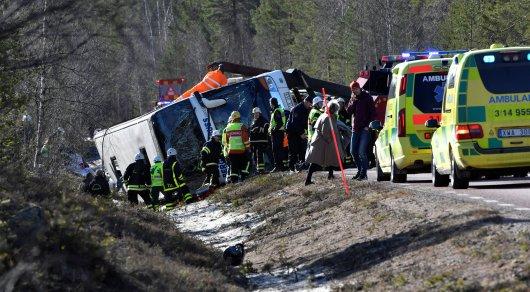 Автобус с 50 школьниками перевернулся в Швеции