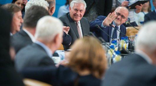 Госсекретарь США сорвал овации, пошутив про Лаврова и Путина