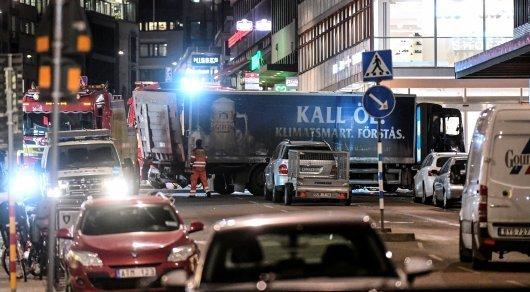 Взрывчатка находилась в грузовике, наехавшем на людей в Стокгольме - СМИ
