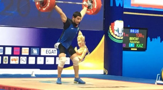 Казахстанский тяжелоатлет завоевал