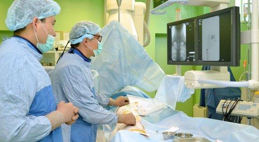 Сложную операцию на сосудах головного мозга провели нейрохирурги в Астане