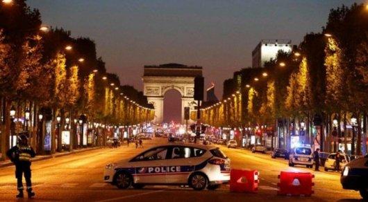 К казахстанским туристам в Париже обратились с предупреждением