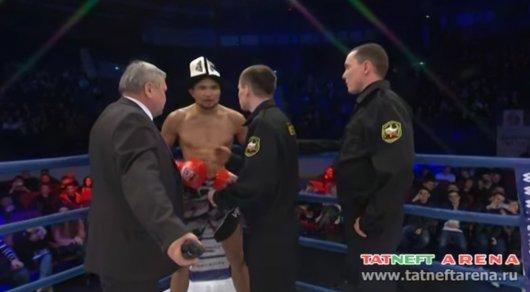 Скандал на турнире в России: Боец из Бишкека отказался покидать ринг, требуя справедливости