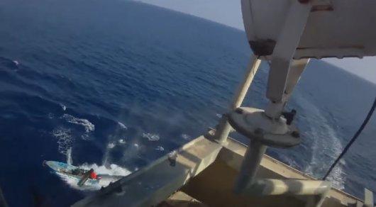Бой с сомалийскими пиратами в океане записали на видео