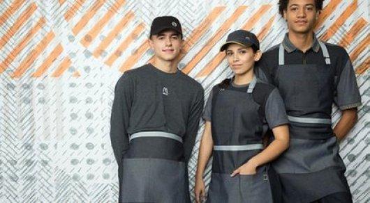 Новая форма сотрудников McDonald's стала посмешищем в Сети