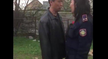 fotografii-devushek-v-politseyskom-naryade-mnogo-golih-pisek-v-bane