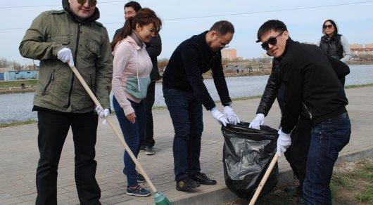 На субботник в Астане вышли столичные артисты