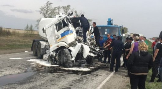 Бензовоз столкнулся с фурой на трассе в Костанайской области