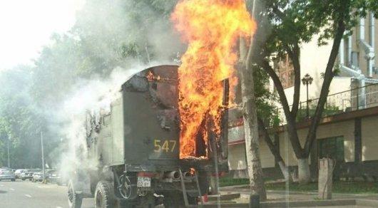 Грузовик загорелся в центре Алматы