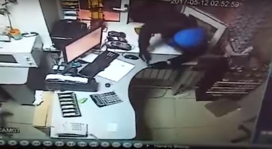 Видео дерзкого нападения на АЗС в Костанае появилось в Сети