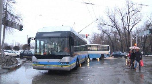 Троллейбус загорелся в Алматы