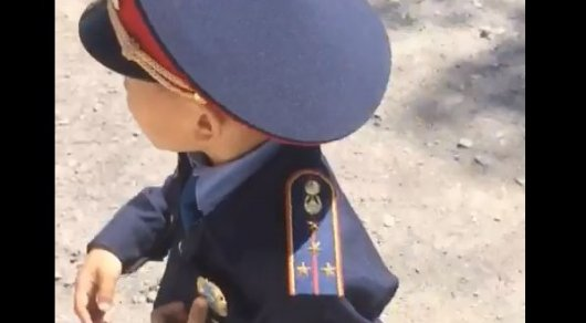 Видеозапись с мальчиком в полицейской форме на дороге изучили в МВД РК