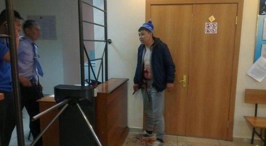 Мужчина порезал себя в здании Жезказганского суда