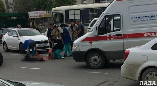 Беременная женщина отлетела на 30 метров от удара джипа в Актау