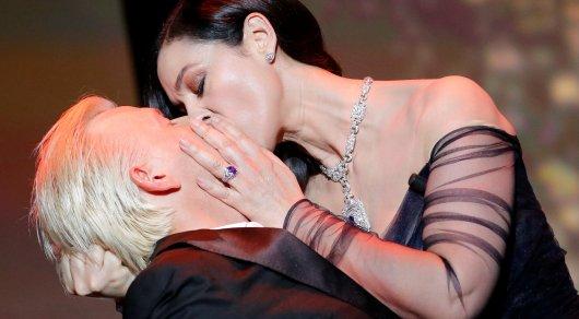 Моника Белуччи удивила гостей Каннов страстным поцелуем