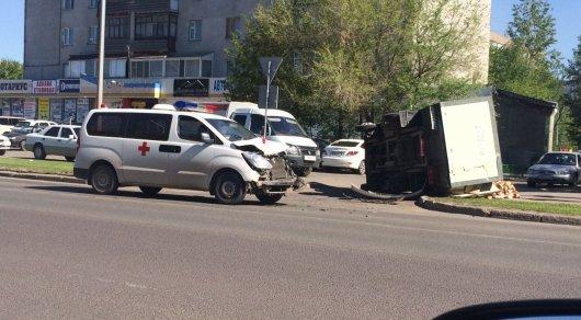 Машина скорой помощи столкнулась с