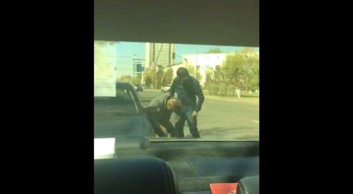 Полиция Астаны ищет участников видео с избиением водителя