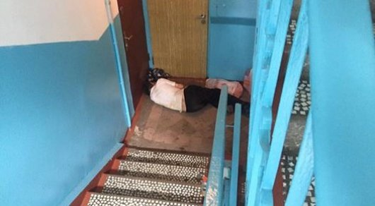 Полиция Алматы помогла ночующему в подъезде дедушке в Алматы