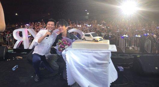 Китайские фанаты удивили Димаша Кудайбергена в его день рождения