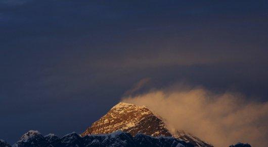 Трое альпинистов погибли и один пропал без вести на Эвересте