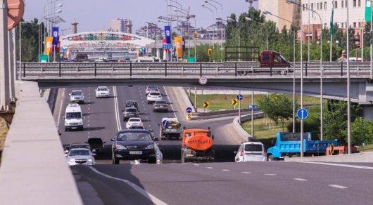 Запрет на движение грузовиков днем объяснили в Астане