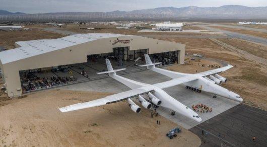 В США создан самый большой в мире самолет для запуска космических ракет