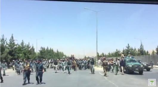 Вооруженные люди, митинги и закрытые дороги - Кабул после теракта глазами казахстанца