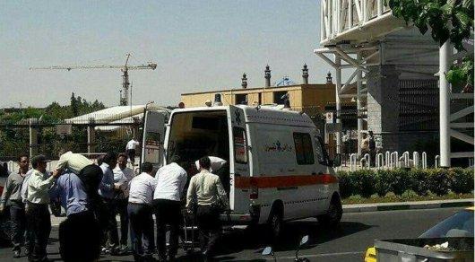 В итоге  нападения наиранский парламент погибли поменьшей мере  7-ми  человек