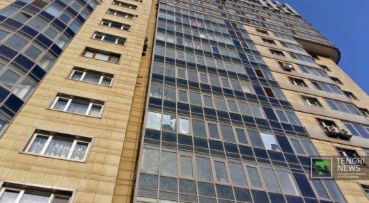 В Казахстане продолжает дешеветь жилье