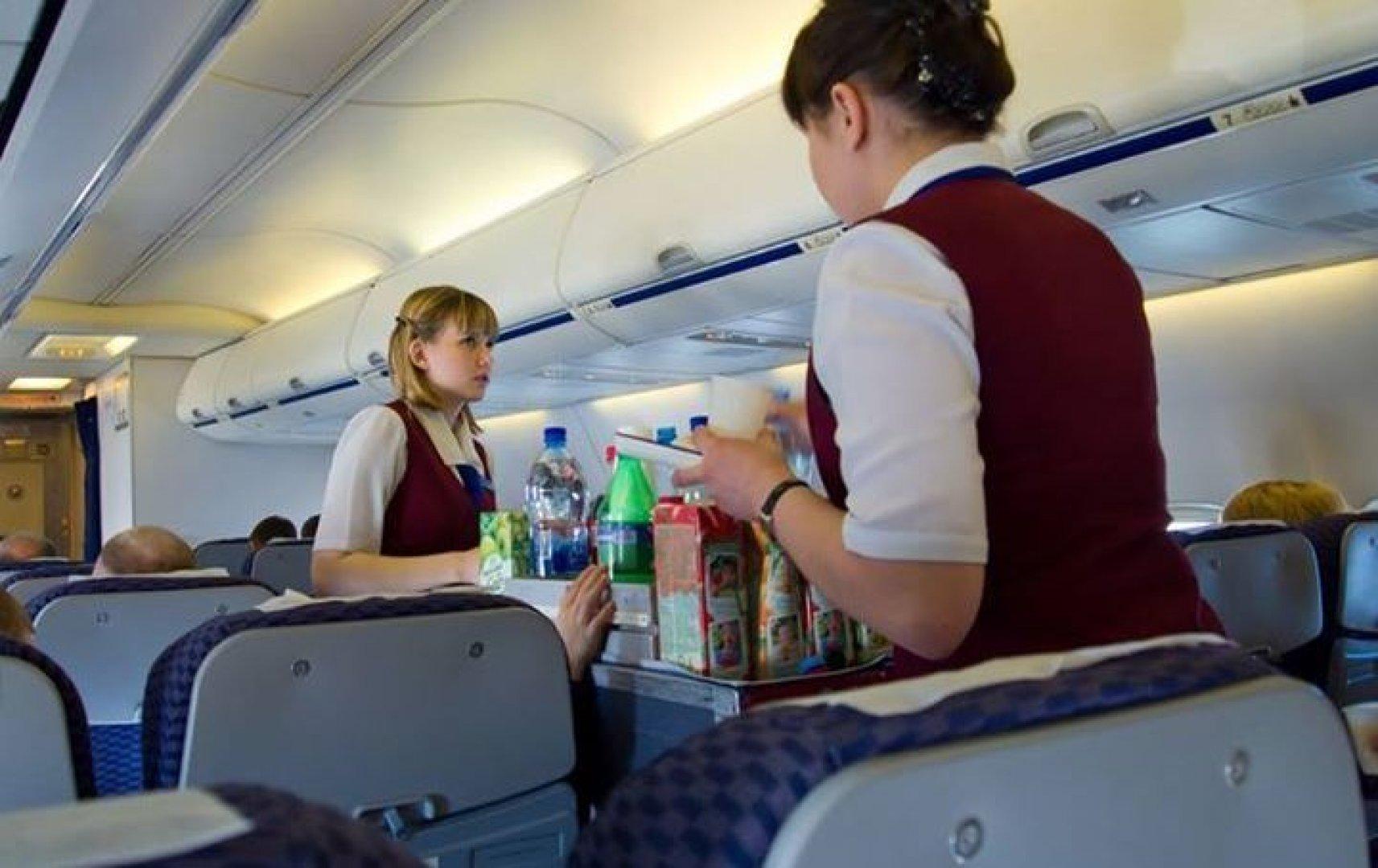 Скрытой камере горячая стюардесса в самолете фильмы анального