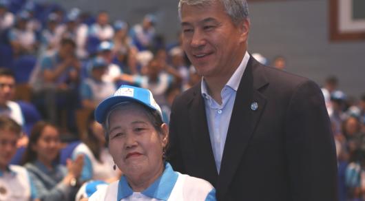 Самому старшему волонтеру EXPO 82 года
