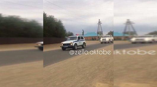 Кортеж в сопровождении полицейского в Шалкаре прокомментировали в ДВД