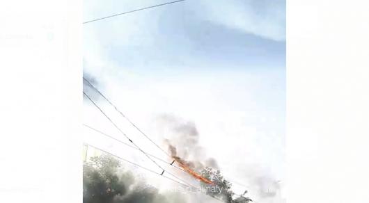 Горящие троллейбусные линии сняли на видео в Алматы