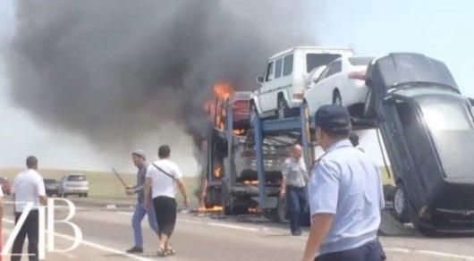 Груженый автовоз сгорел на трассе в Жамбылской области
