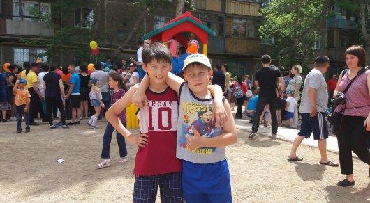 Реакция майкудукских детей на подарок Головкина