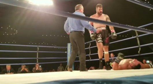 Боец UFC впал вкому после нокаута вбоксерском поединке