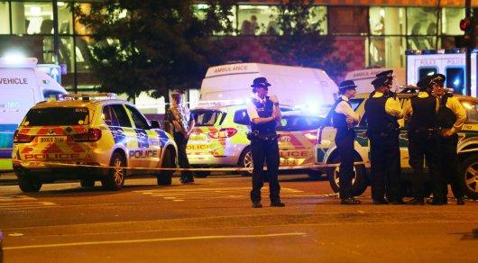 Насевере Лондона фургон врезался впрохожих, один человек умер